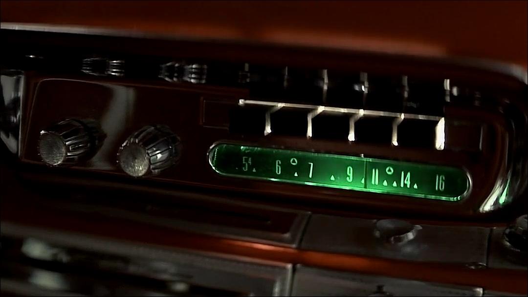 радио на приборной панели Кристины