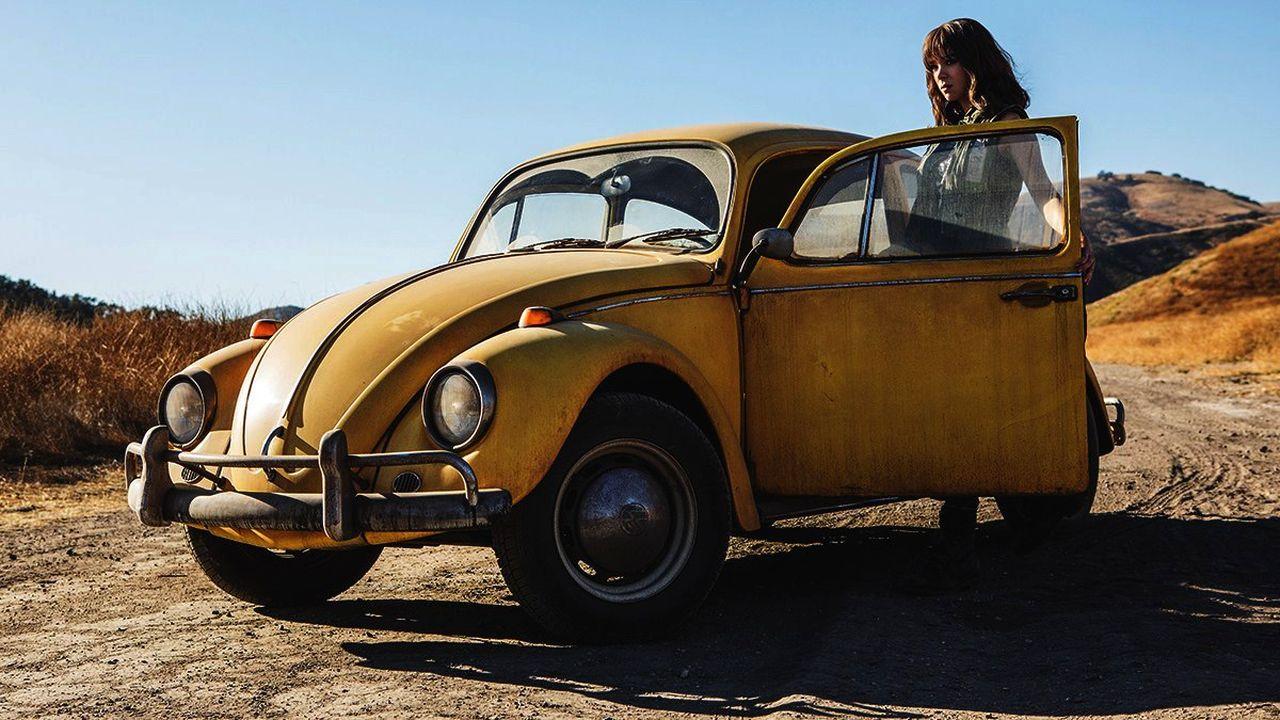 Чарли и Фольксваген Жук, кадр из фильма Бамблби 2018