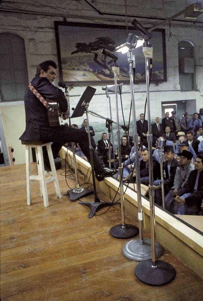 Джонни Кэш на сцене тюрьмы Фолсом, январь 1968