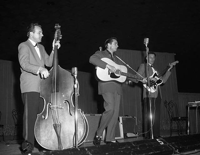 Johnny Cash и Tennessee Two (Marshall Grant, Luther Perkins)
