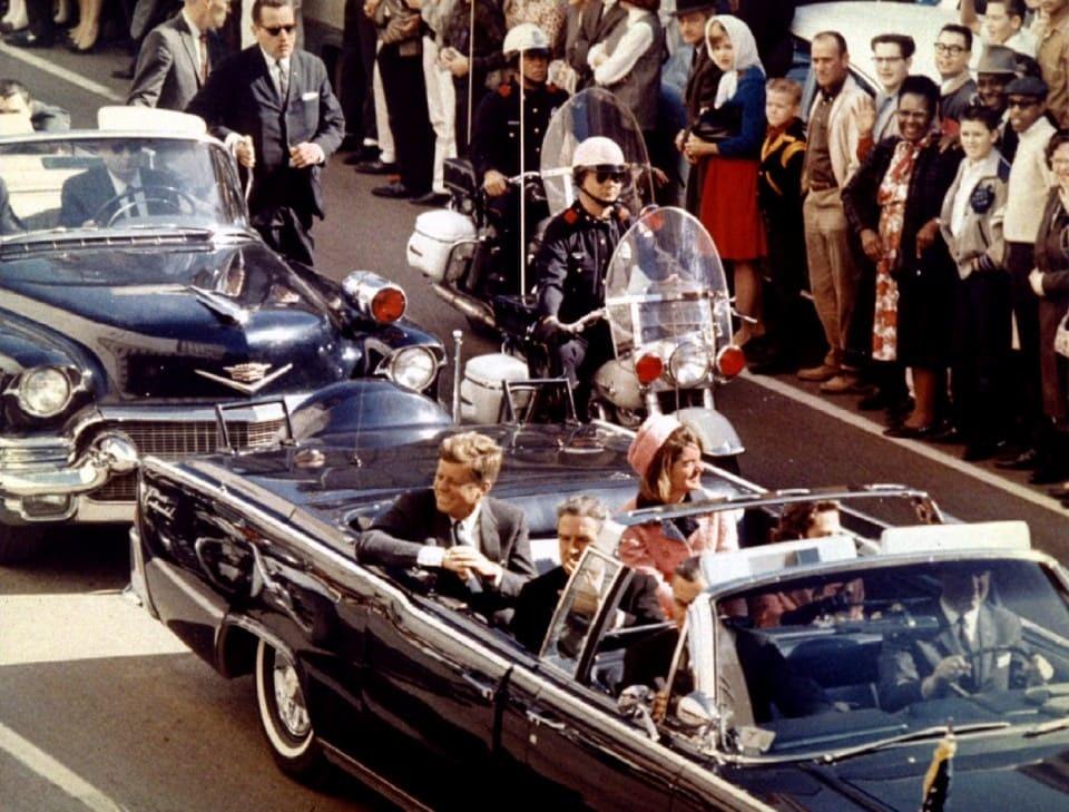 президент Джон Кеннеди за несколько минут до убийства